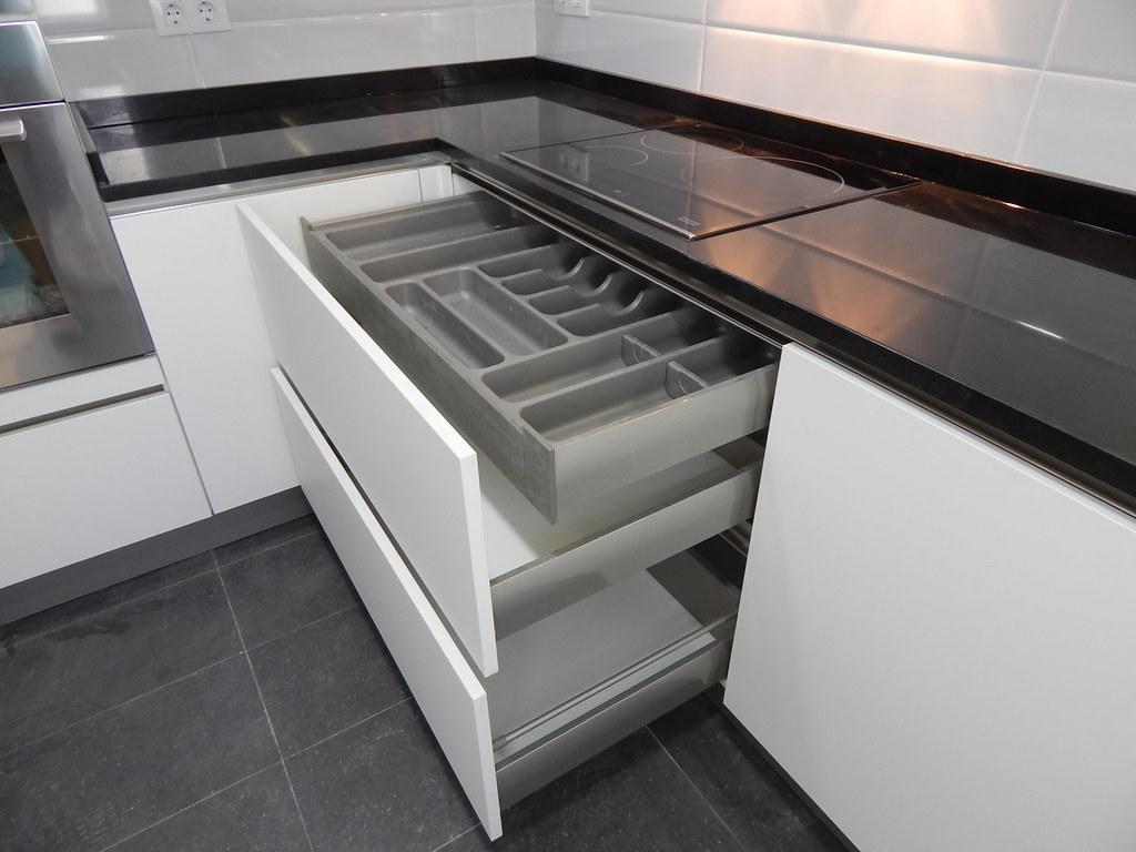 Muebles de cocina especialistas en dise o sin tiradores - Interior de muebles de cocina ...