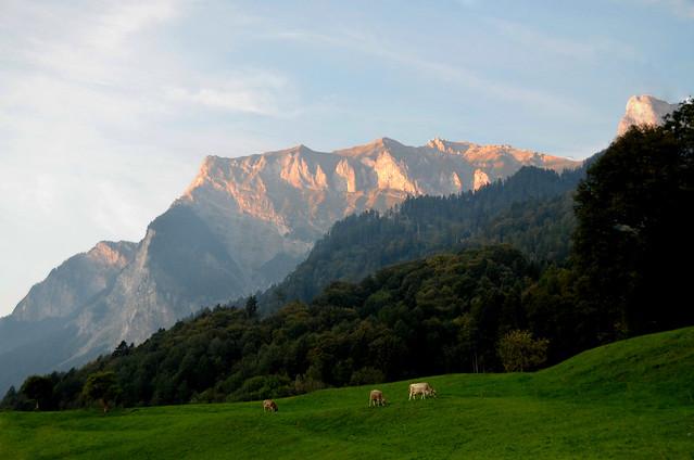 Paisaje de las montañas de Heidi que parece que arden