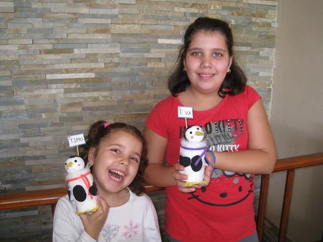 Tarde de Manualidades - Naiara y Eva con sus pinguinos ;)