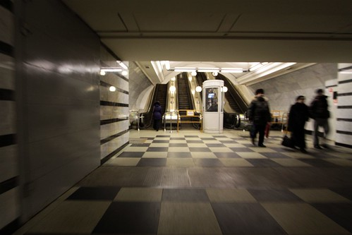 Blast doors at the transitions between station hall and escalator adit
