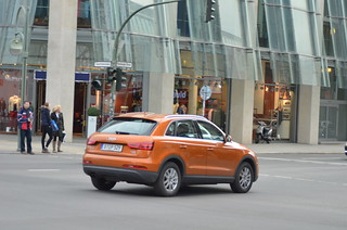 orange on Audi Q3 TDI B-OP-529 (in motion) (5) @ Nuernbergerst. Berlin