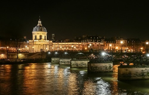 Arts Bridge, Seine river and Institute of France at night - Pont des Arts, la Seine et l'Institut de France la nuit