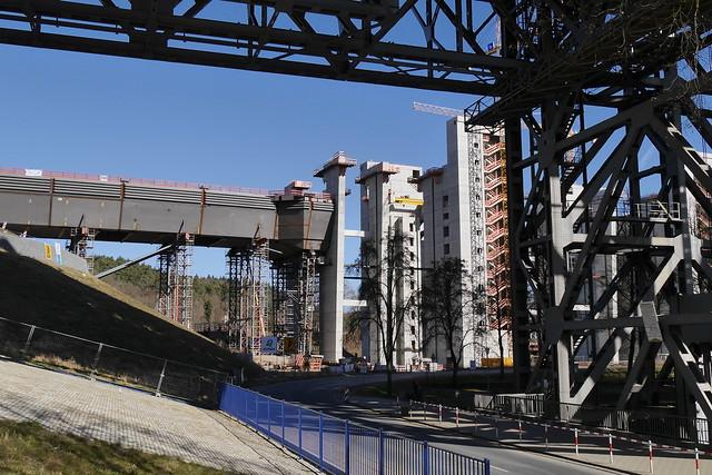Blick vom alten zur Baustelle des neuen Schiffshebewerkes
