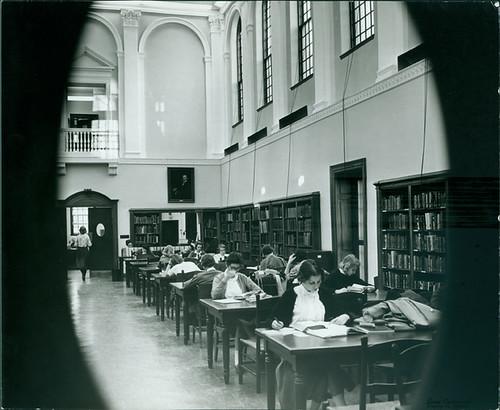 blackandwhite students interior library 50s peephole readingroom sweetbriarcollege