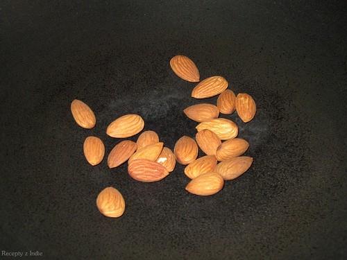 Kokosovo - mandlove kari s paneerom, sampinonmi a hraskom