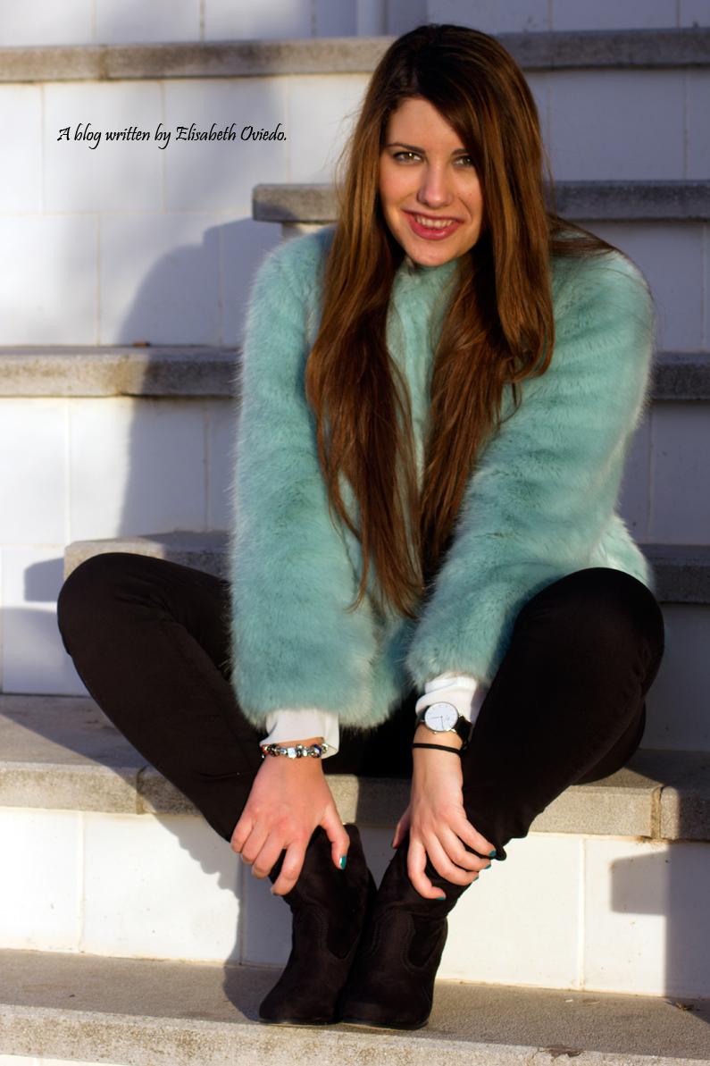 abrigo de pelo azul ZARA con jeans y botines MARYPAZ de tacón HEELSANDROSES (13)