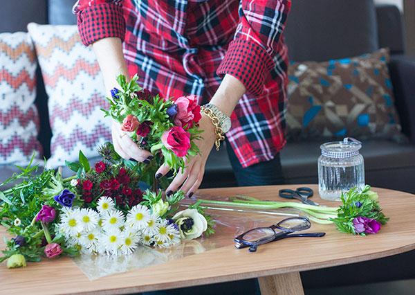 fashionpea, blooms, plaid tunic, anemones, at home, diy flower arrangements, lifestyle, israeli fashion blog, אפונה בלוג אופנה, בבית, כלניות, סידורי פרחים, טוניקה משובצת