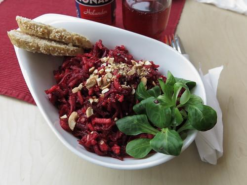 Rote Bete - Salat mit Nüssen (Bistro der Katholischen Familien-Bildungsstätte Osnabrück)