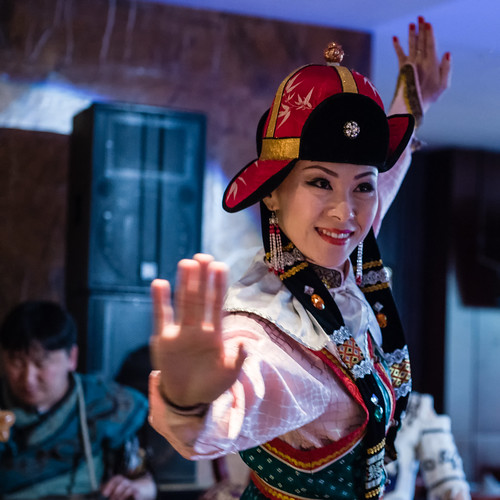 dancer mongolia d750 mn ulaanbaatar 1x1 ulanbator mongolian mongolei tänzerin mongolische mongolisch улаанбаатар taenzerin ᠤᠯᠠᠭᠠᠨᠪᠠᠭᠠᠲᠤᠷ уланбатор ethniczorigoo