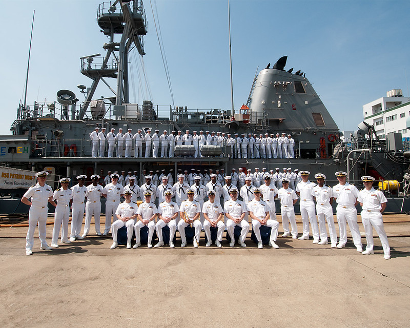USS Patriot crew poses for a grlup photo