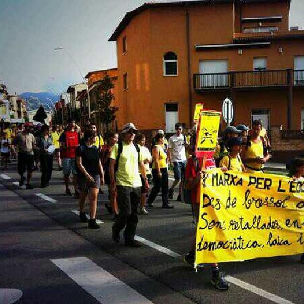 Imatge de la 1a marxa per la educació pública en l'etapa de #torelló a #vic passant per #manlleu #educacióenmarxa #igerscat #igers #cataloniaexperience #catalunya #catalunyaexperience #osona #educació #education