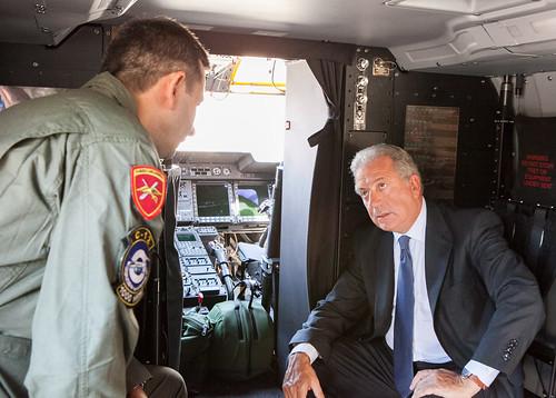 Επίσκεψη ΥΕΘΑ Δημήτρη Αβραμόπουλου στο στρατιωτικό αεροδρόμιο Πάχης Μεγάρων (03/09/2013)