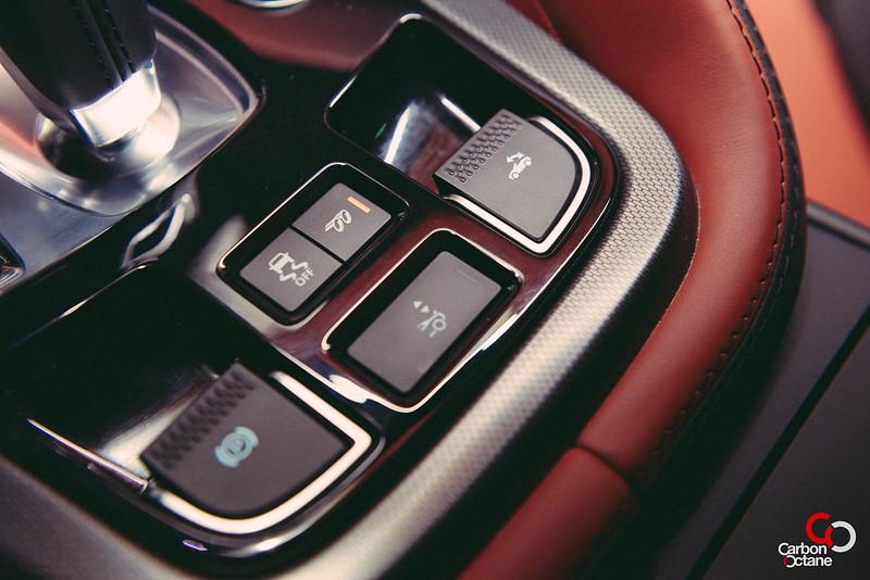 2014 Jaguar F-Type V8-10.jpg
