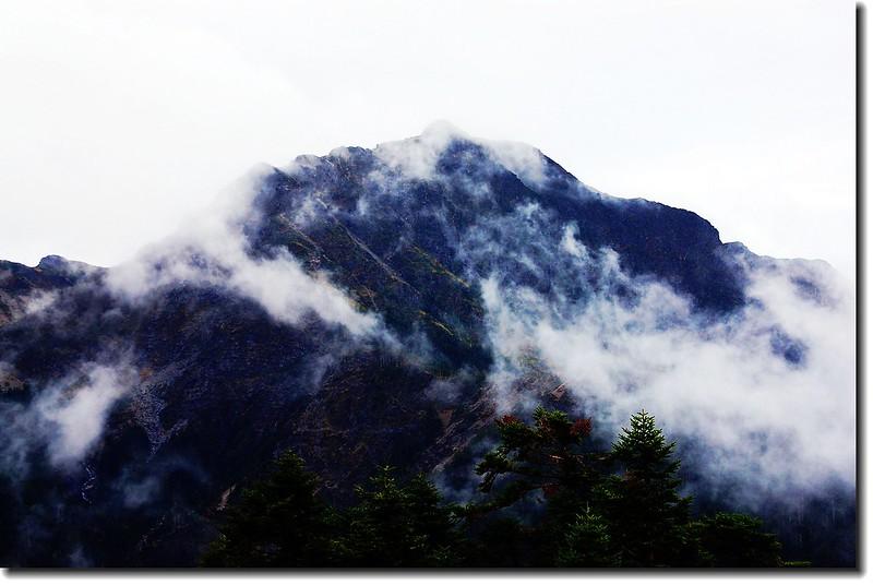 霧鎖南湖大山