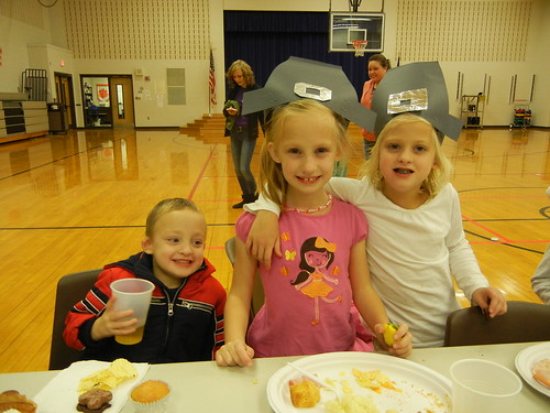 Nov 26 2013 Elden Haley Shanna 1 grade Thanksgiving feast