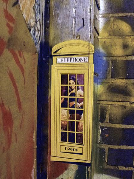 telephone jaune