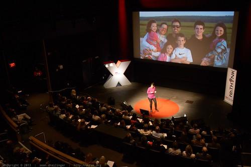 Janell Burley Hofmann: Parenting in the screen    ageTEDxSanDieg
