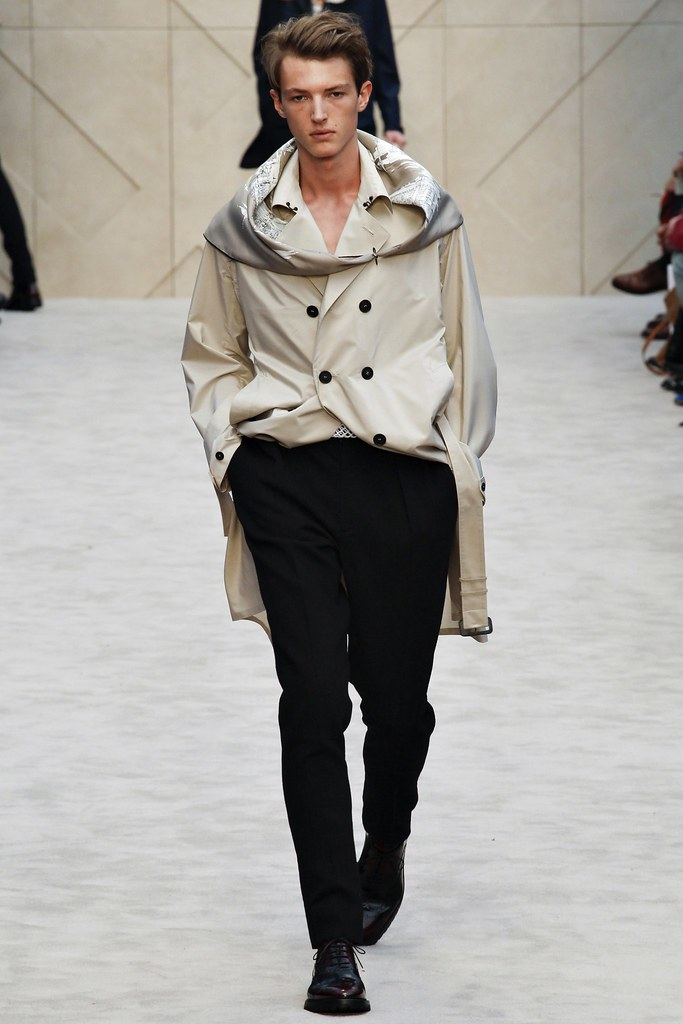 FW14 London Burberry Prorsum005_Abel van Oeveren(VOGUE)