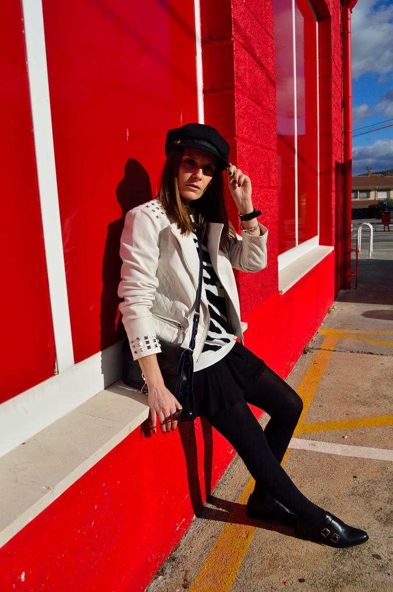 lara-vazquez-madlula-blog-black-white-outfit-biker-hat-old-school