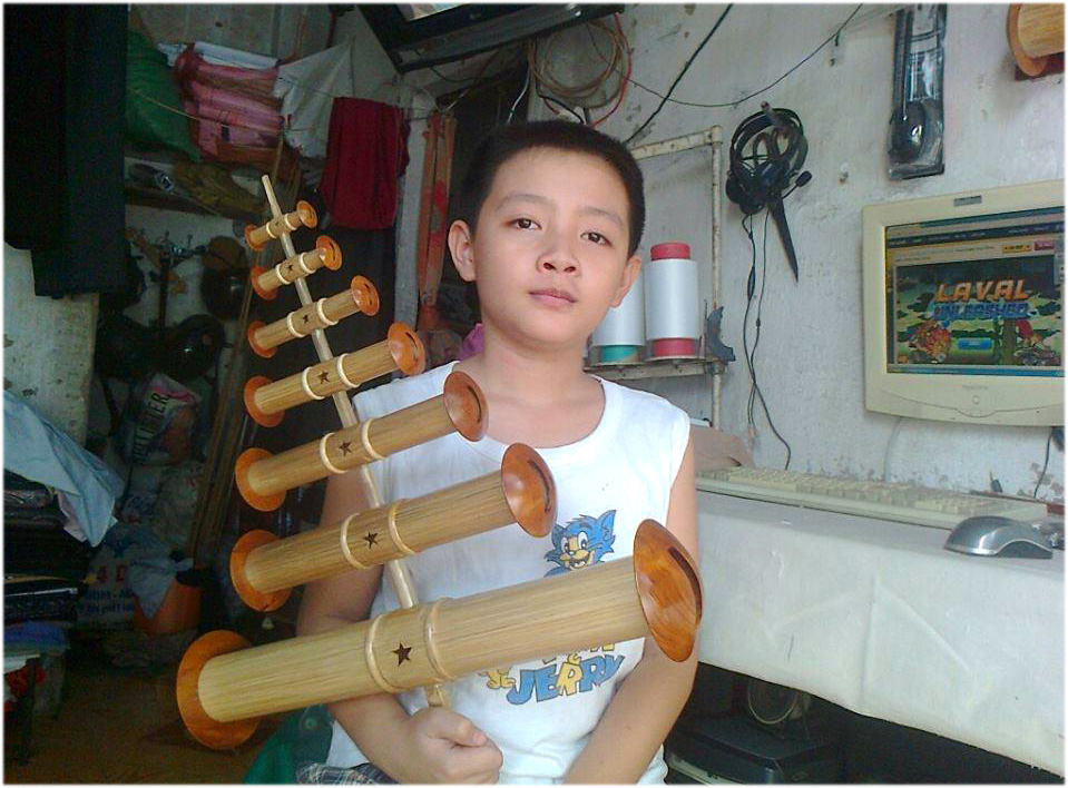 Cháu Bảo - con trai anh Đình Chiến và bộ sáo 7