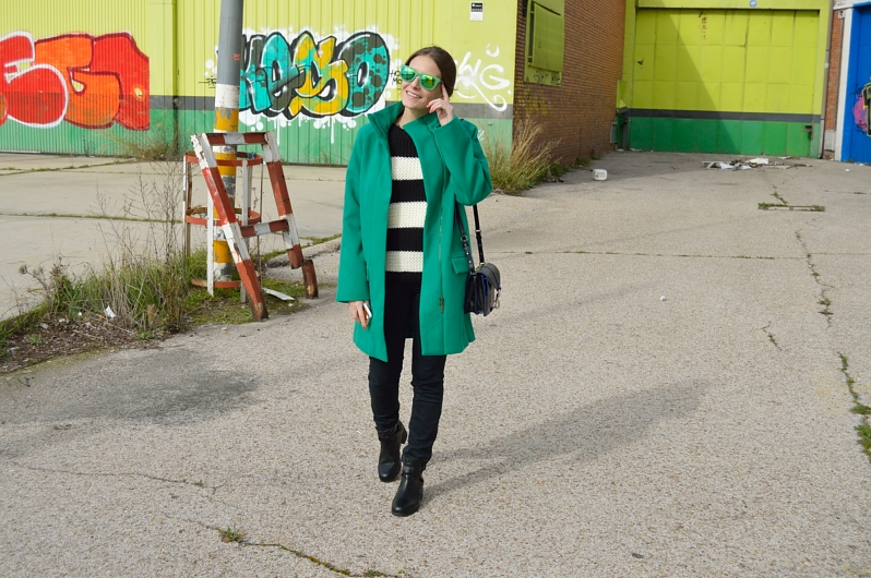 lara-vazquez-madlula-blog-green-streetstyle-coat-stripes