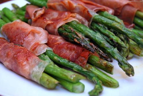 prosciutto wrapped asparagus-001