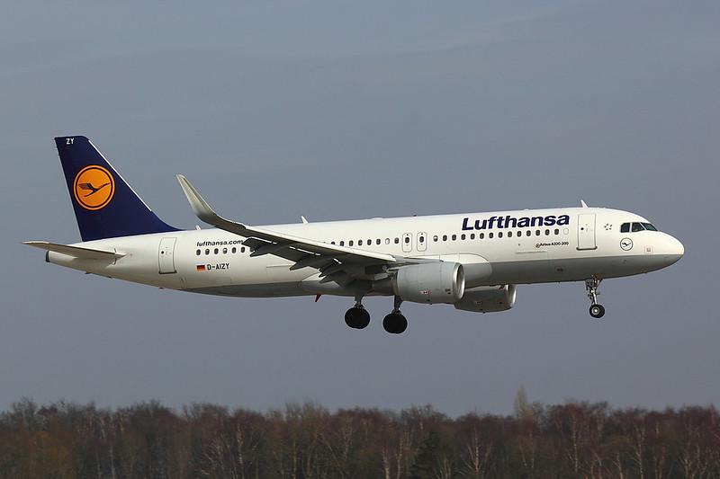 Lufthansa - A320 - D-AIZY (1)