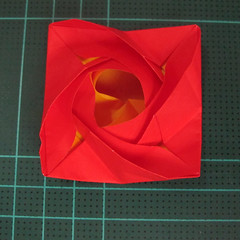 สอนวิธีพับกระดาษเป็นดอกกุหลาบ (แบบฐานกังหัน) (Origami Rose - Evi Binzinger) 021