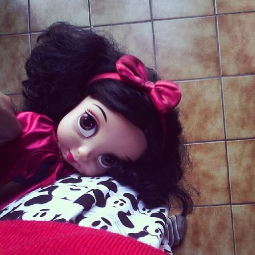 Épuisé mentalement, se soir je dors avec blanche neige et mickey. #blancheneige #disney #mickey