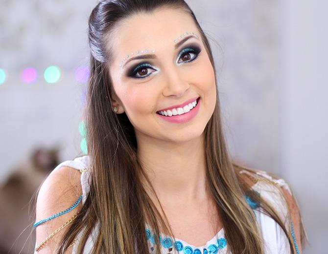 09-maquiagem azul para o carnaval com muito brilho e glamour