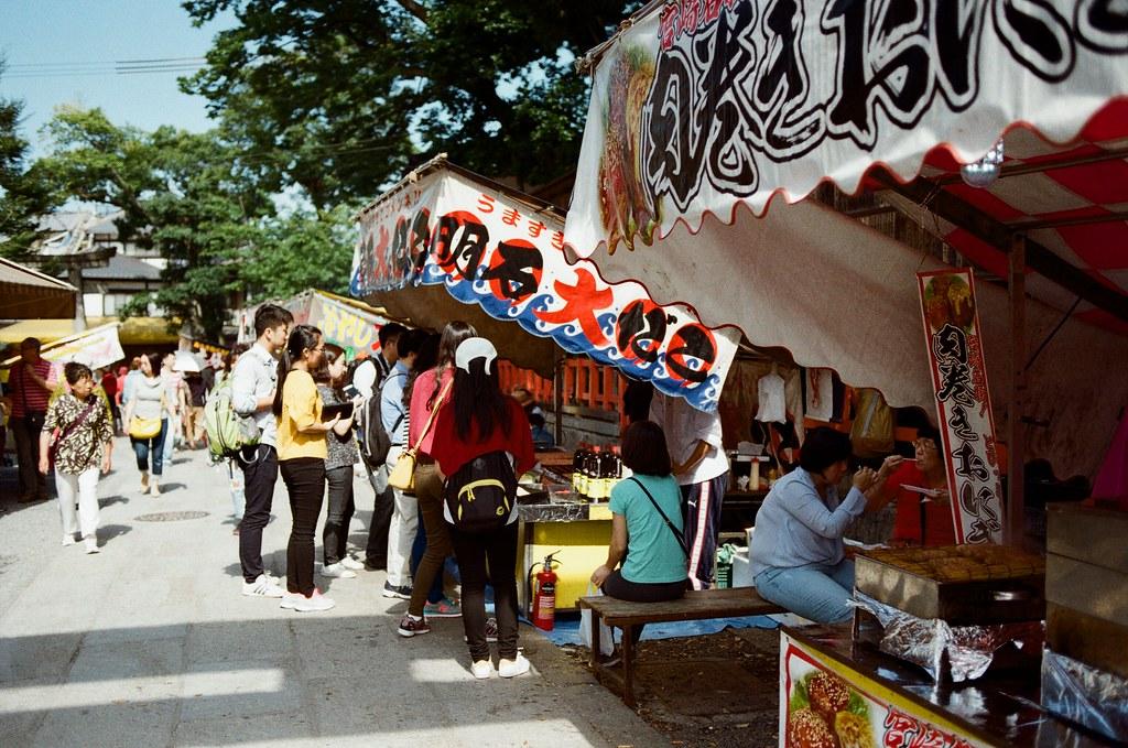 伏見稻荷 京都 Kyoto, Japan / Kodak ColorPlus / Nikon FM2 我想起第一次來京都的時候,那時候本來也要來這裡,但是從奈良過來京都,然後要再從京都回到大阪感覺有點累,所以最後就放棄,直接回到大阪買東西。  那時候是和前女友來的。  Nikon FM2 Nikon AI AF Nikkor 35mm F/2D Kodak ColorPlus ISO200 0991-0036 2015/09/29 Photo by Toomore