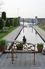 villa augustus pond