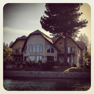 Houses in the woods: ON the lake & surrounded by it #housesinthewoods #lakearrowhead