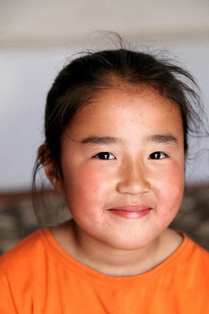 Smiling Kazakh girl in Barkol バルクル、微笑むカザフの少女