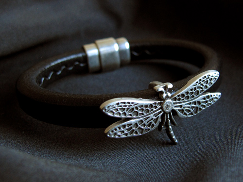 Licorice leather bracelet (dragonfly)