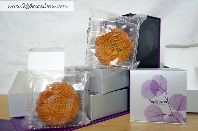 Westin mooncakes 2013 - traditional mooncakes-003