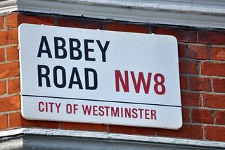 La famosa calle de los beatles abbey rd en londres abbey road - 11756677913 87d433b8e2 n - Abbey Road de Londres, el paso de peatones más famoso