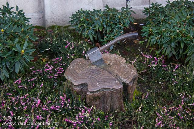Hunts man's axe