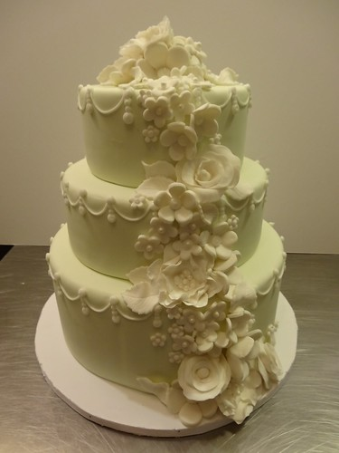 Elegant Wedding Cake with Fondant Flowers by CAKE Amsterdam - Cakes by ZOBOT