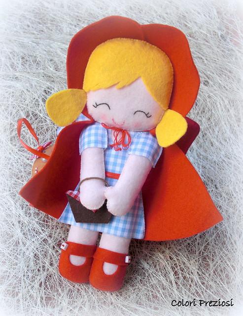 Coccarda con cappuccetto rosso per Leoni! ^_^