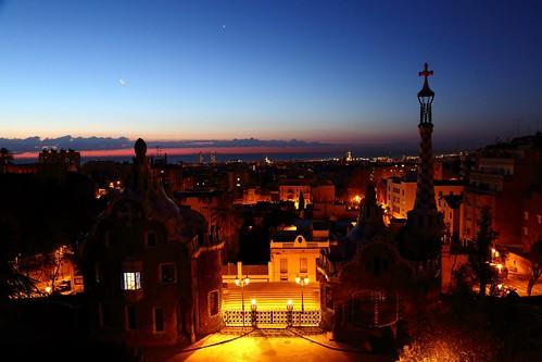 barcelona moon sunrise canon venus gaudi parcguell 5dmarkiii