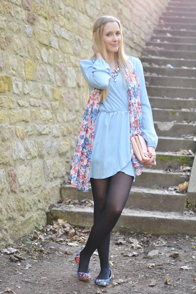Outfit babyblaues Kleid (1)