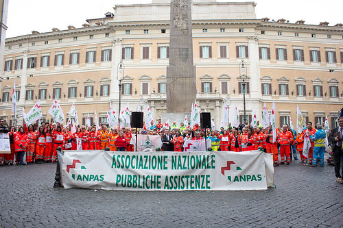 Fermi tutti: la manifestazione in piazza