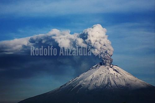 mountain mexico volcano smoke puebla popocatepetl popo volcan volcán