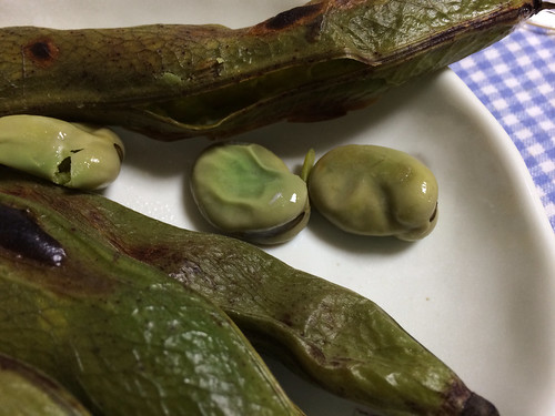 鞘を焼いた空豆