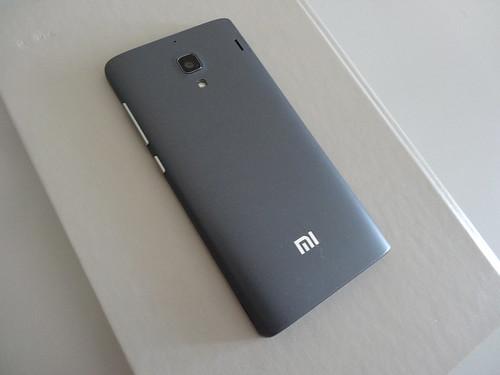 Xiaomi Redmi 1S, вид сзади