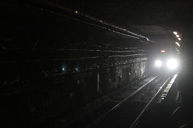 Line 1 train heads through the tunnel towards Nanlishilu station