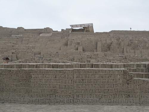 Lima: la Huaca  Pucllana de la civilisation lima
