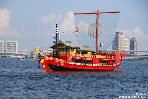 還有仿古代的船