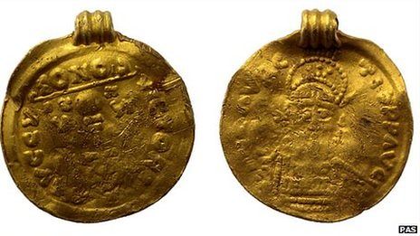 early-medieval gold pendant